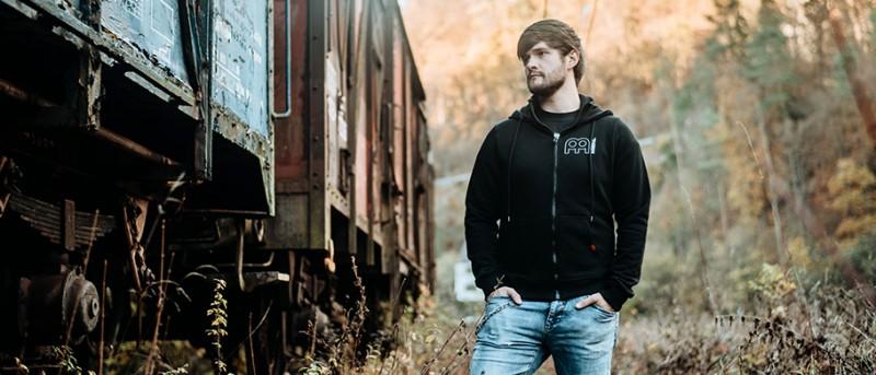 https://www.meinlshop.de/meinl-cymbals/merchandise/jackets/meinl-hoodie-hollow-logo-m91?c=659